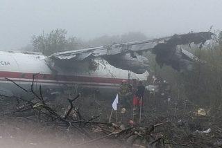 5 muertos en Ucrania al estrellarse un avión que volaba desde España y aterrizó de emergencia