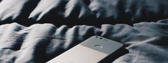 ¿Sabías que un hombre se quedó temporalmente ciego tras jugar con su teléfono en la oscuridad?