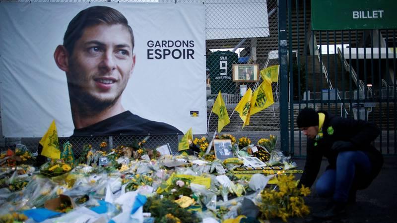 """La Policía inglesa investiga una """"vergonzosa"""" tarjeta de embarque manipulada que se burla de la muerte de Emiliano Sala"""