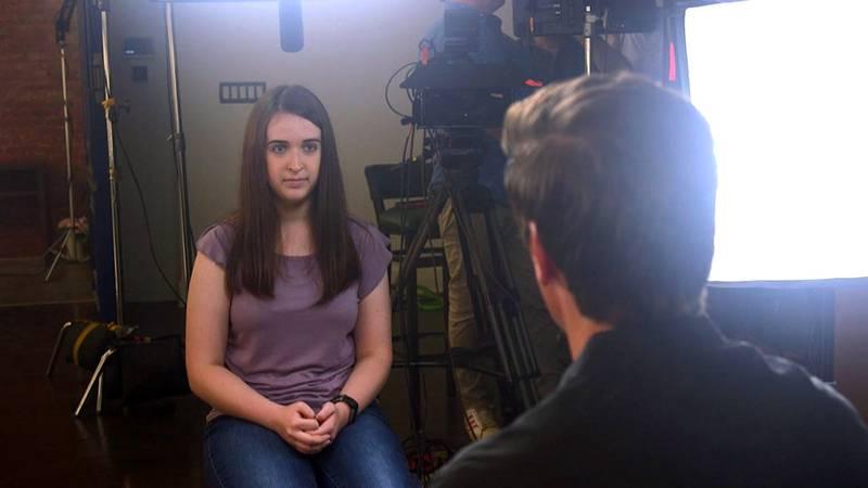 """Esta chica apuñalada 19 veces por sus amigas confiesa que todavía """"duerme con unas tijeras por si acaso"""""""