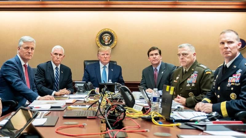 Esta foto de Trump en el salón de estrategia durante la operación contra Al Baghdadi 'triunfa' en Twitter
