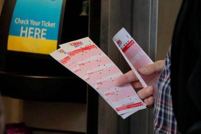 Paciente con cáncer gana un gran premio en la lotería de camino a su último tratamiento de quimioterapia