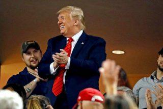 """Monumental abucheo a Trump en un estadio de beisbol: """"¡Enciérrenlo, enciérrenlo!"""""""