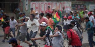 Decenas de heridos durante un feroz enfrentamientos entre seguidores y opositores de Morales en Bolivia
