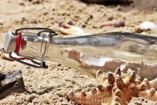 Una estadounidense lanza un mensaje al mar en una botella y le responden desde Canadá