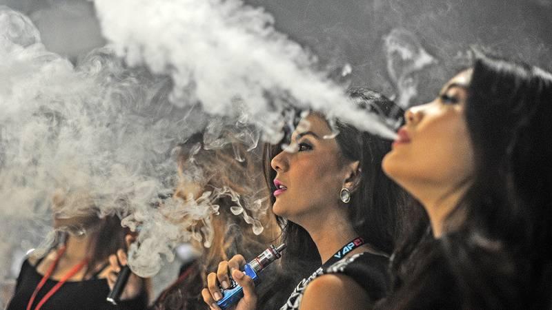 Si fumas cigarrillos electrónicos, lee esto; tu salud está en juego