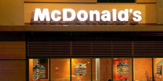 McDonald's tiene que pedir disculpas por una polémica decoración de Halloween