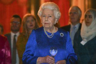 La foto de la reina Isabel II posando como una modelo que causa furor en la Red