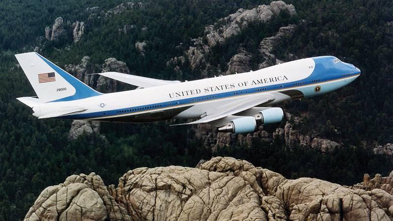 Así será la misteriosa cena de Halloween a bordo del avión presidencial de Trump, según los internautas