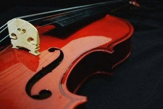 Le roban su violín de 310 años valorado en 320.000 dólares tras dejarlo olvidado en un tren