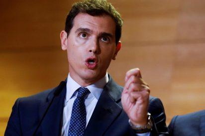 Albert Rivera cambia de banda y se compromete ahora a negociar con Sánchez tras el 10N... si el socialista acepta 10 puntos