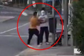 Así le sacudieron la pana los 'Justicieros Enmascarados' de los remos a dos MENAS magrebíes en Madrid