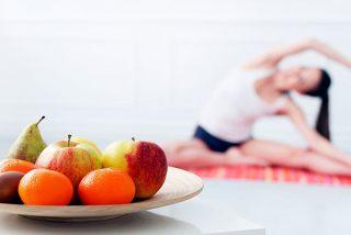 ¿Qué puedo comer antes y después de hacer yoga?