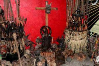 Aparecen 42 cráneos, 31 huesos, un feto y un altar en una casa de Ciudad de México