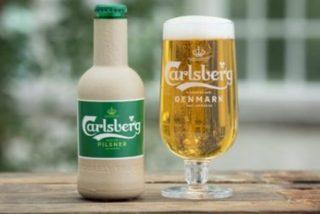 Así es la nueva y revolucionaria botella de papel de Carlsberg