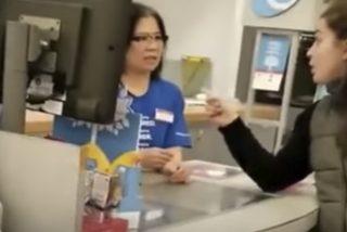 """Así fue el ataque racista de esta mujer al personal asiático de un supermercado: """"Habla inglés en Canadá"""""""