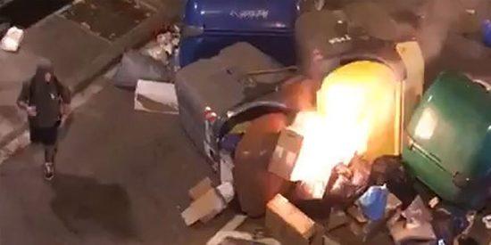 Así fue la brutal paliza de los facinerosos indepes al ciudadano que intentó apagar una barricada en llamas en Barcelona
