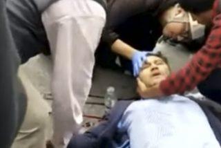 Así hieren de una pedrada en la cabeza a un periodista durante las protestas en Ecuador