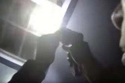 Así mata un policía a una joven afroamericana en su propia casa tras la llamada de un vecino sobre una puerta abierta