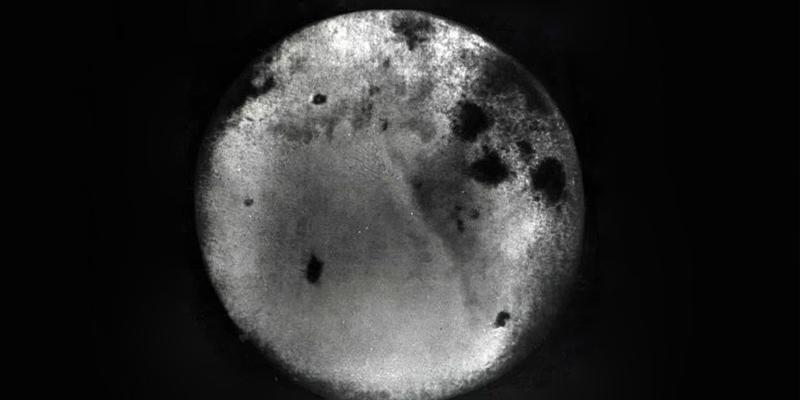 """Científicos encuentran una """"miniluna"""" orbitando alrededor de la Tierra"""