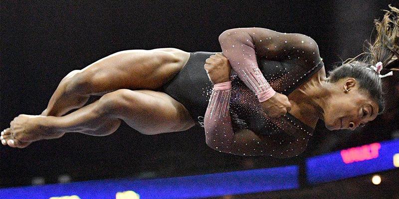 """Así son los casi imposibles """"pasos"""" del extraordinario triple-doble salto de Simone Biles"""