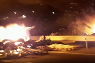 A los camioneros se les hinchan los 'coj***s' y corren en pelo a los violentos CDR de la barricada en la autopista