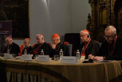 El cardenal Bagnasco culpa a los líderes políticos del auge de los 'populismos'