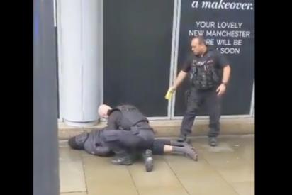 Cinco personas apuñaladas en un centro comercial en Manchester: el 'terrorista', detenido