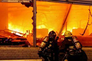 Confirman tres muertos tras un incendio en un supermercado en medio de las protestas de Chile