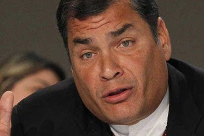"""Rafael Correa canta """"Mi lindo Ecuador"""""""