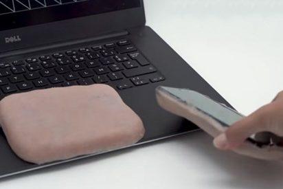 Crean esta carcasa para móvil con piel humana artificial que responde a estímulos