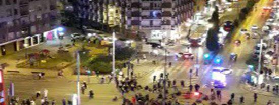 Cuatro gatos se manifiestan en Granada por los 'presos políticos'; lo mejor, los gloriosos comentarios de la vecina que graba