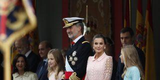 12-O: El Rey impecable, Letizia perfecta y el socialista Sánchez recibido con abucheos y gritos de '¡¡El Valle no se toca!!'