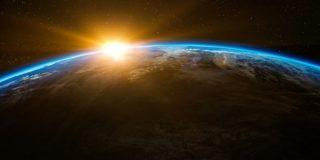 """Demuestran que la """"dilatación"""" del tiempo es real: desde la extinción de los dinosaurios la Tierra ha envejecido 114 años más que el Sol"""