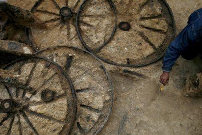 Descubren un carruaje romano de 1.800 años de antigüedad con restos fósiles de dos caballos