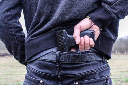 Detienen a un adolescente por publicar en Facebook una amenaza de tiroteo en una escuela de EE.UU.