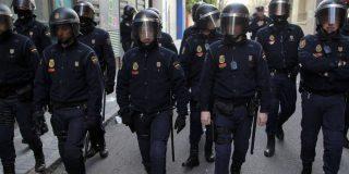 Un Policía Nacional grave tras 'machacarle' la cabeza los manifestantes indepes con una enorme piedra