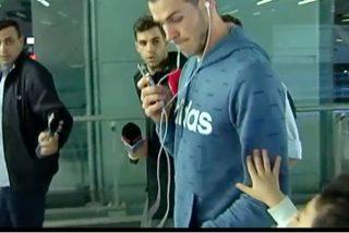 El feo desplante de Bale a un niño en Barajas por el que le llueven las críticas