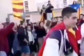 Cuando el 'malote' del Instituto, que reparte unas hostias como panes, se pasea con la bandera española y nadie se atreve a decir ni mus