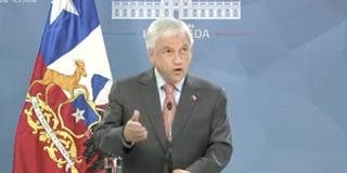 El presidente Piñera suspende el aumento del pasaje del metro en Santiago de Chile que causado las violentas protestas sociales