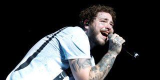 """El rapero Post Malone la lía bien gorda al lanzar en un concierto una 'lluvia de billetes"""" entre el público: unos 50.000 de dólares"""