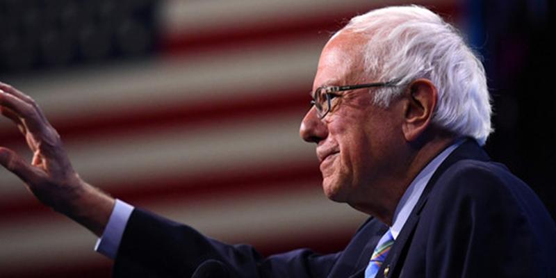 El senador y candidato presidencial demócrata Bernie Sanders sufre un ataque al corazón