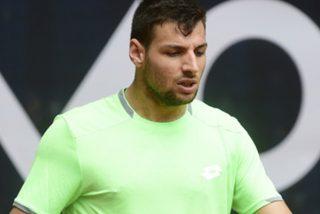 El tenista Bernabé Zapata Miralles es descalificado en un partido por un roto en los pantalones