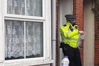 Española muere asesinada con un arma blanca a manos de su ex pareja en su casa de Inglaterra