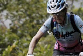 Esta abuela ciclista de 70 años completa el 'Camino de la Muerte' en Bolivia