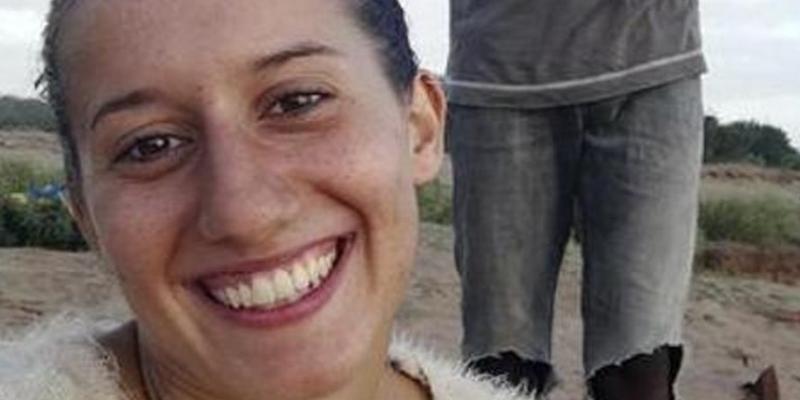 Esta cooperante italiana secuestrada en Kenia es obligada a casarse y llevar velo islámico