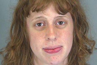 Esta mujer abusó sexualmente de una niña de 12 que conoció en Internet tras llevársela a más de 1.600 kilómetros de su casa