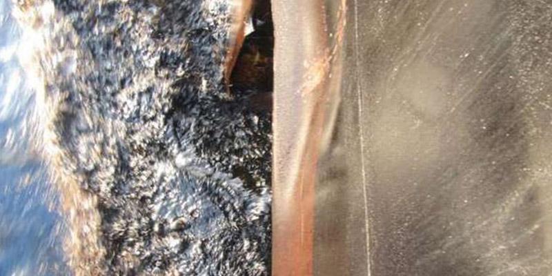 Estas nuevas imágenes muestran el estado del petrolero iraní Sabiti tras ser atacado con misiles cerca de un puerto saudita