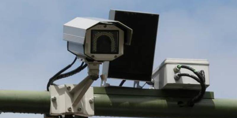 ¿Sabías que te puede 'cazar' el radar instalado en los carriles del sentido contrario?