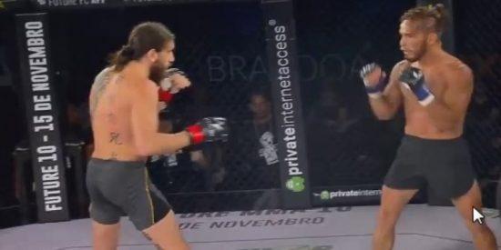 Este luchador de artes marciales mixtas noquea a su rival de un rodillazo